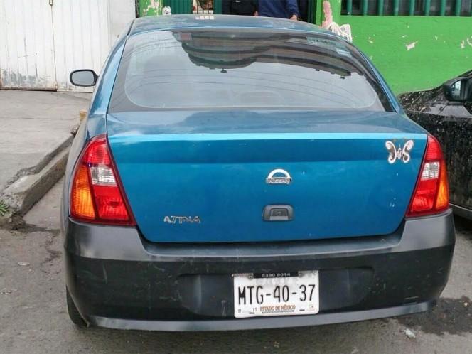 La víctima de extorsión entregó su auto a los policías de Nezahualcóyotl para que lo liberaran.