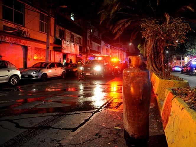 Movilización de emergencia se registró debido a que un tanque de gas LP explotó dentro de un local comercial. Foto Cuartoscuro