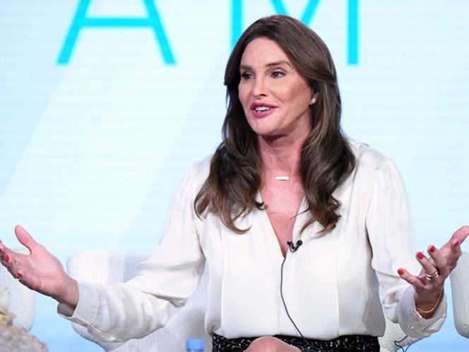 Jenner deja el confort de su casa en Malibu para interactuar con la comunidad transgénero mientras explora tener citas y romance. (AP)