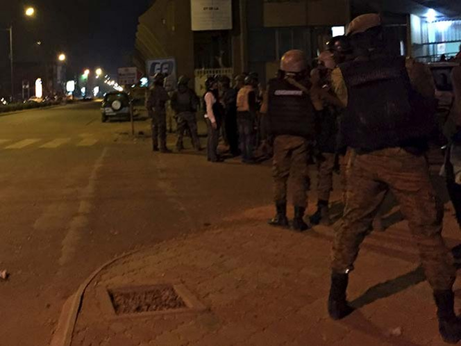 Islamistas toman rehenes en hotel de Burkina Faso
