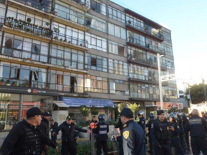 Personal del Gobierno del DF y Protección Civil revisaron la estructura del edificio y no detectaron daños.