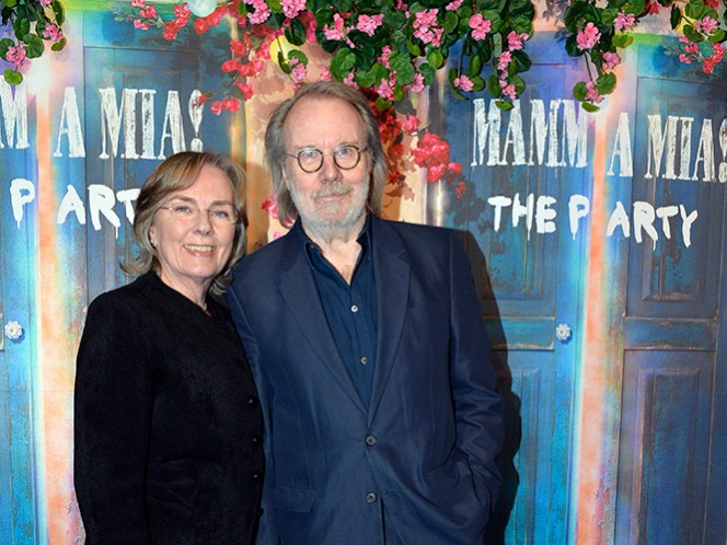 Benny Andersson, de ABBA, con su esposa Mona Norklitt. (AP)