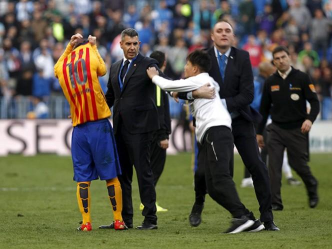 El gesto de humildad de Messi a un aficionado (Reuters)