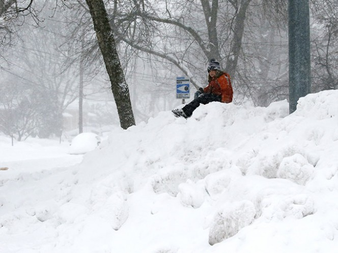 La nevada obligó a los meteorólogos a modificar sus pronósticos para Nueva York y localidades al norte.