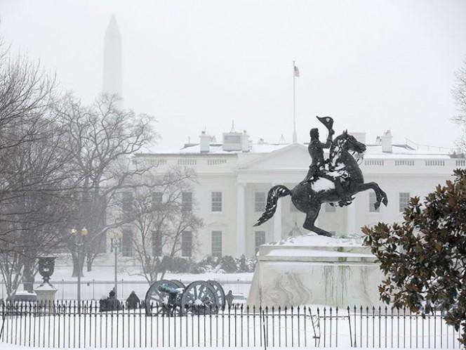 El presidente Barack Obama, recluido en la Casa Blanca, fue uno de los muchos que se quedó en casa.