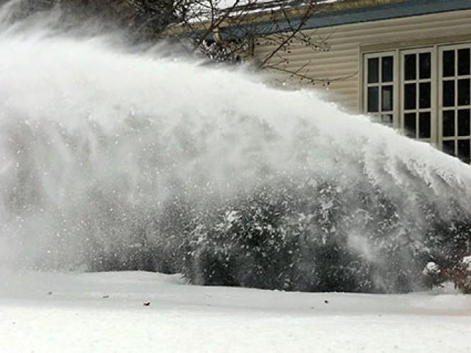 Además de nieve y vientos huracanados, el Servicio Meteorológico Nacional pronosticó un centímetro de hielo en las Carolinas y posibles inundaciones en la región central de la costa del Atlántico.