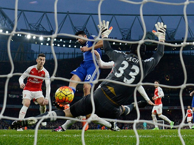Diego Costa marca el gol del triunfo ante Arsenal (Reuters)