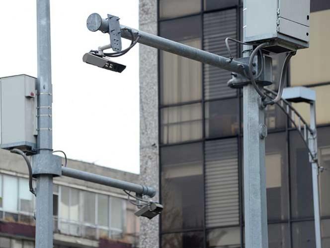 Apoyados con el seguimiento de las cámaras de videovigilancia, los agentes policiales arribaron a la calle Puerto Mazatlán, colonia Piloto Adolfo López Mateos, donde al ser detectados, los probables responsables abandonaron la unidad y los enfrentaron a balazos.