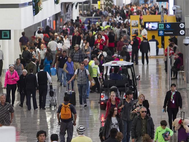 Los pasajeros y trabajadores que se encontraban en la zona fueron evacuados de la Terminal 1 para evitar riesgos mayores.