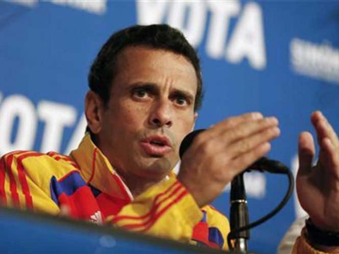 Capriles dice a venezolanos que si el gobierno no cambia 'cambiemos al gobierno'