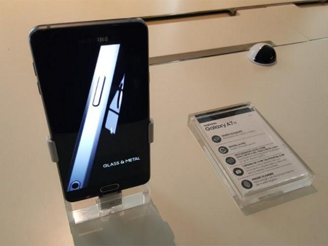 El modelo A7 cuenta con una pantalla de 5.5 pulgadas y 3GB de memoria RAM. Foto: @SamsungMexico