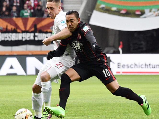 El mexicano Marco Fabián tiene buen desempeño en el empate del Eintracht Frankfurt de 0-0 con el Augsburgo en la Bundesliga (EFE)