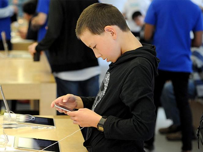 El problema se presenta cada vez más entre los jóvenes porque pasan hasta 12 horas frente a los dispositivos electrónicos como computadoras, celulares y tabletas. Foto: Tomada de Twitter