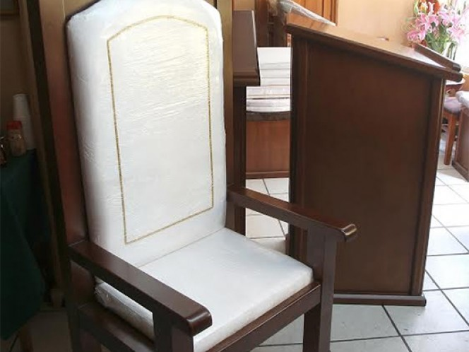 El altar, el ambón y la silla, que ocupará el Papa Francisco en Ecatepec serán entregados a la Diócesis.