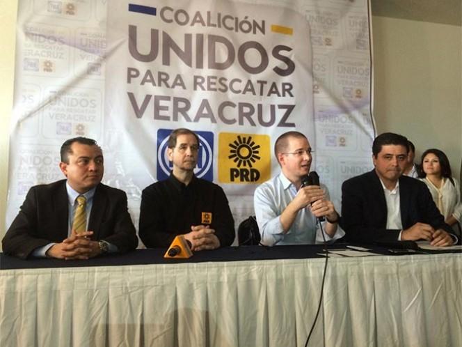 A través de la coalición 'Unidos para rescatar Veracruz', el Partido Acción Nacional (PAN) y el Partido de la Revolución Democrática (PRD) sellaron su alianza ante Organismo Público Local Electoral (OPLE) por la gubernatura en 2016 y diputaciones locales