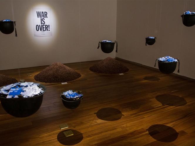 Se realizaron reproducciones fieles de las piezas, lo cual fue asesorado por Yoko Ono.