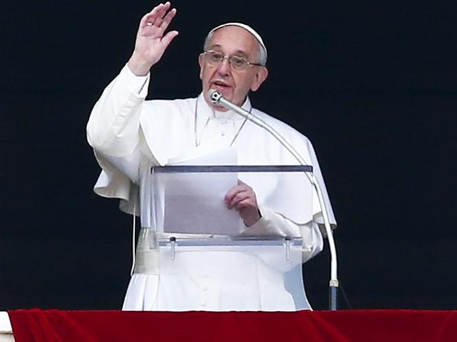 El papa Francisco, durante el rezo del Angelus este domingo en el Vaticano