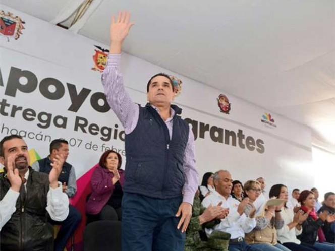 El gobernador de Michoacán, Silvano Aureoles Conejo, expresó durante su gira por Ixtlán, que su administración no permitirá el surgimiento de nuevos grupos delictivos, y reiteró la detención de quienes colocaron las narcomantas en Zamora