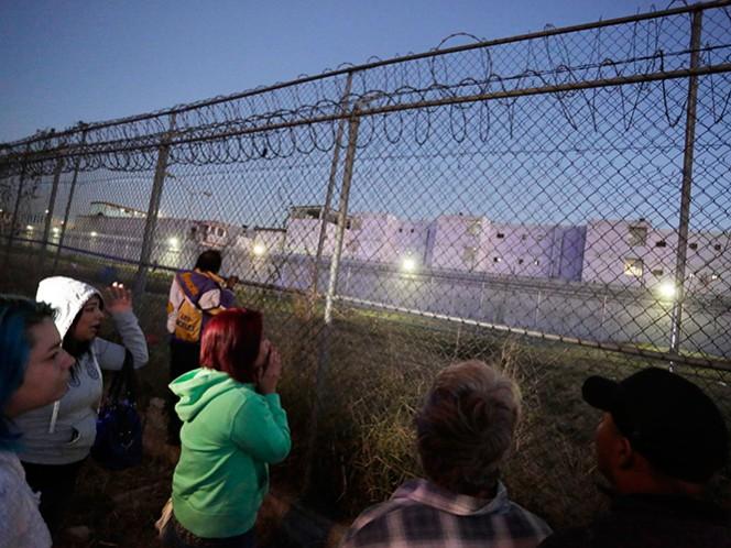 Familiares de los reclusos se manifiestan afuera del penal del Topo Chico, para obtener información