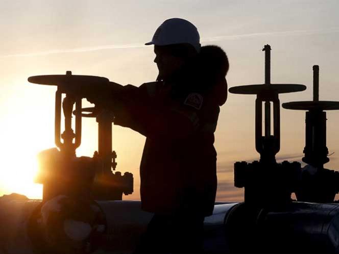 Se detiene refinería de Venezuela por fuga