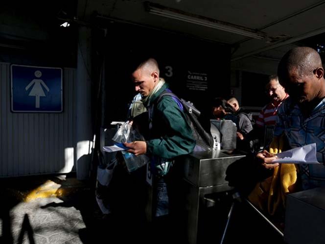 Reanudarán EU y Cuba vuelos comerciales 'en otoño'