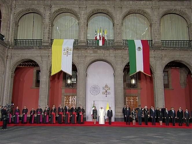 En Palacio Nacional, las comitivas del gobierno mexicano y de la Iglesia católica. Imagen tomada de YouTube