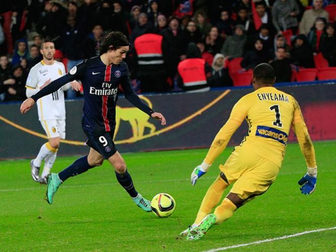 Cavani no pudo ser el hombre gol en este encuentro ante la ausencia de Ibrahimovic (AP)
