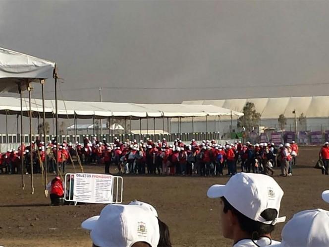 Grupos de feligreses comenzaron a llegar a la zona donde será la misa del Papa Francisco en Ecatepec.
