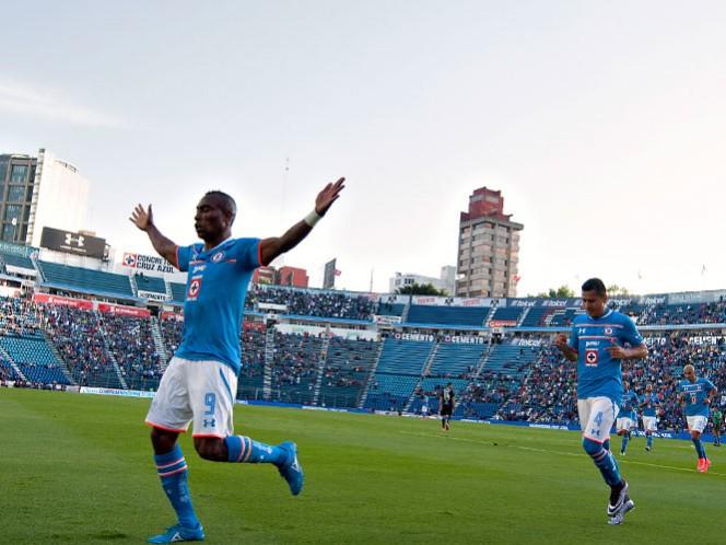 Guerrón Joffre Guerrón se estrenó como goleador con La Máquina del Cruz Azul y encabezó la segunda victoria del torneo como local de La Máquina (Fotos: Mexsport)