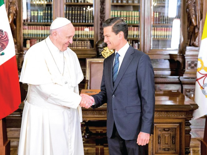 Por primera ocasión, un Papa fue recibido con honores de jefe de Estado en el Palacio Nacional. Foto: Especial