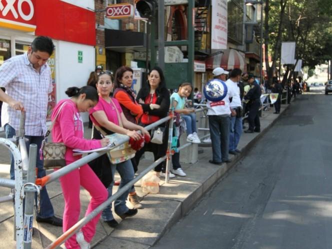 La avenida Chapultepec de la Ciudad de México se colmó de miles de feligreses. (Notimex)