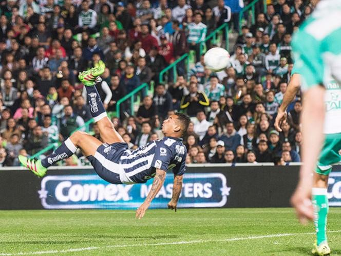 Con este remate, Cardona se metió al conteo de los mejores goles de la jornada (Mexsport)