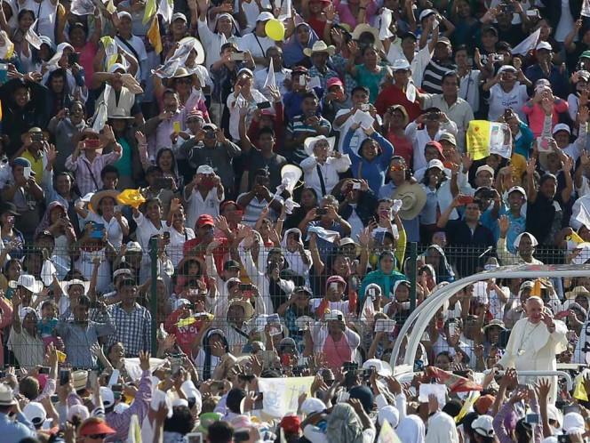 Minutos antes de los esperado, el Papa Francisco arribó a Tuxtla Gutiérrez. Foto: AP