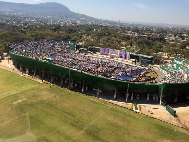El estadio Víctor Manuel Reyna lució repleto de fieles por la visita de Su Santidad. Foto: @conelpapa