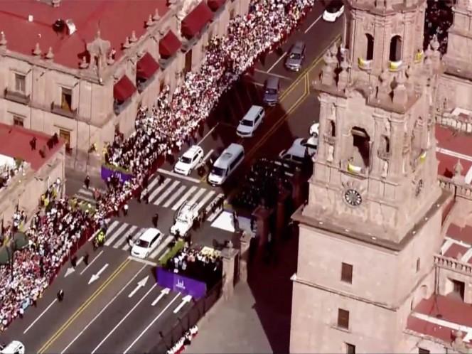 El santo padre recorrió diversos kilómetros rumbo al Estadio Morelos.
