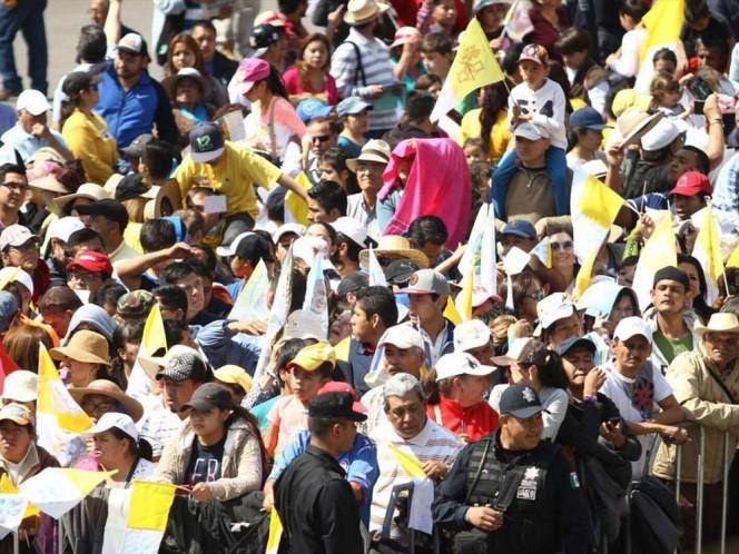 Feligreses de todas las edades aguardaron para poder saludar al Papa. Foto: @Silvano_A