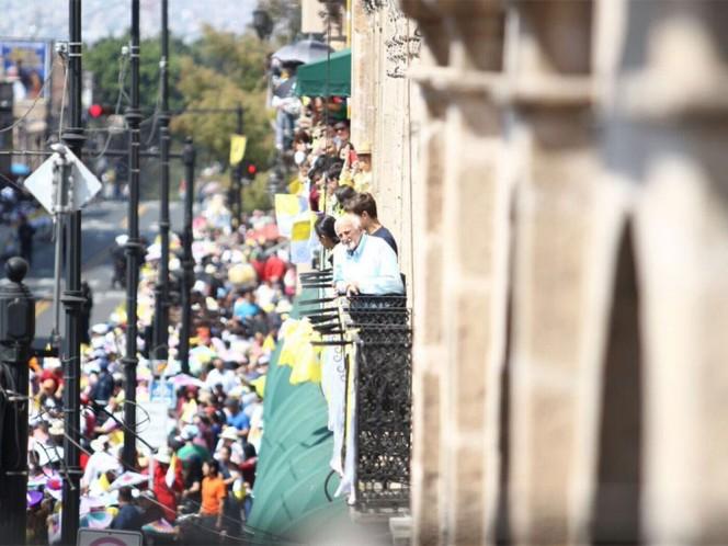 En balcones y azoteas, los fieles se postraron para poder ver a Su Santidad. Foto: @Silvano_A