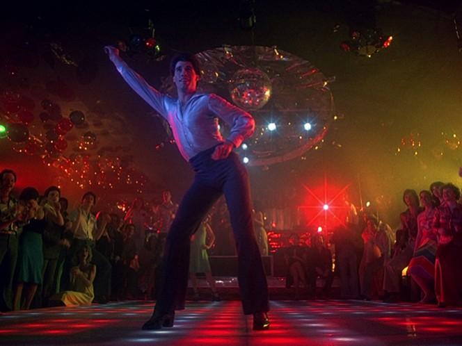 En 'Fiebre del Sábado por la Noche' (1977), en el papel de 'Tony Manero', rey de la música disco, el cual le valió su primera nominación al Oscar.