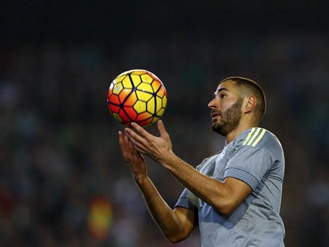 El delantero de Real Madrid se puede reunir con Valbuena, pero todavía no puede contactar a otras personas que también están acusadas en el caso (Reuters)