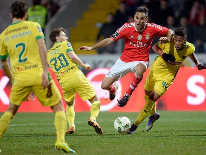 Benfica deberá esperar al duelo del líder Sporting para saber si comparte el liderato o sigue siendo escolta en la Liga de Portugal (Fotos: EFE)