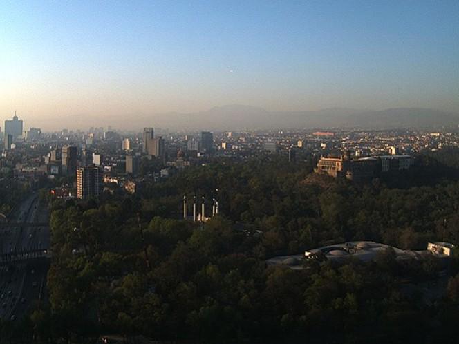 Mañana despejada en la Ciudad de México, vista desde el Bosque de Chapultepec