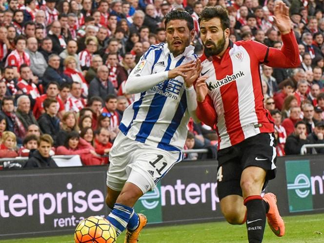 Vela jugó 75 minutos y sigue siendo pieza clave para la Real Sociedad que busca puestos europeos. Diego Reyes participó salió de cambio al 68' (EFE)