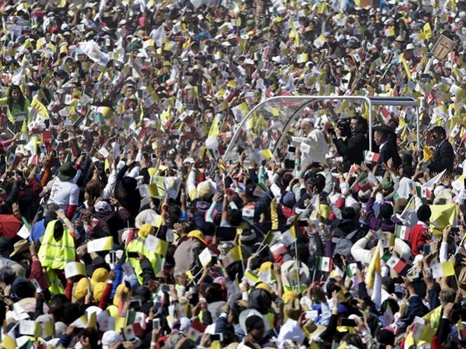 Aspecto de la llegada del papa Francisco al predio de Ecatepec donde ofició misa el domingo 14 de febrero