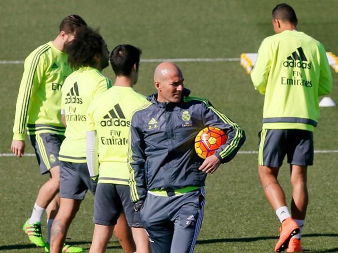 Zinedine Zidane ya dirigió a su hijo Enzo cuando era entrenador del Real Madrid Castilla (EFE)