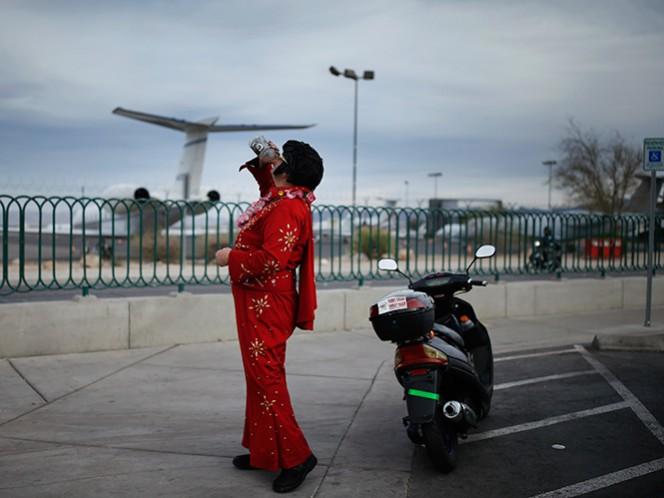 Van a la baja los bonos de popularidad de Elvis, hasta en los imitadores, en la ciudad del pecado donde 'El Rey del Rock' ofrecieran largas temporadas de conciertos en sus casinos. (AP)