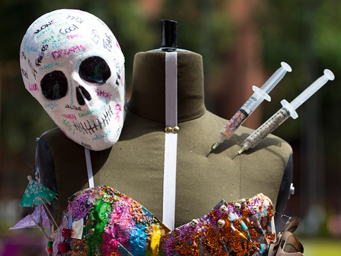 Los estudiantes utilizaron calaveras para reflejar las muertes derivadas del narcotráfico