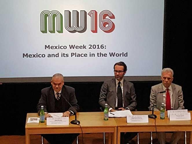 No es el narco, sino la robótica, la'peor amenaza para la humanidad': embajador Basáñez