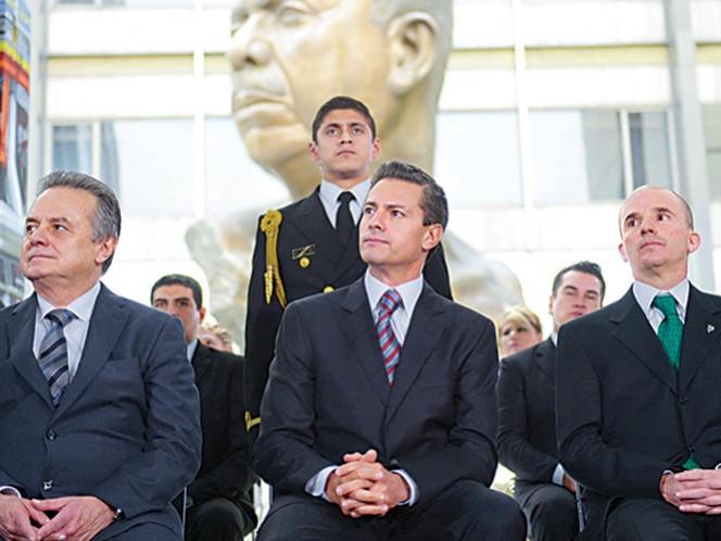 El secretario de Energía, Pedro Joaquín Coldwell, con el presidente Enrique Peña Nieto y José Antonio González Anaya, director general de Pemex, durante la conmemoración del 78 aniversario de la Expropiación Petrolera. Foto: Especial