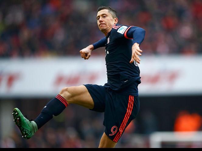 El delantero polaco llegó a 25 goles con los bávaros, llevándole tres de ventaja a Pierre-Emerick Aubameyang (22) del Borussia Dortmund (Reuters)