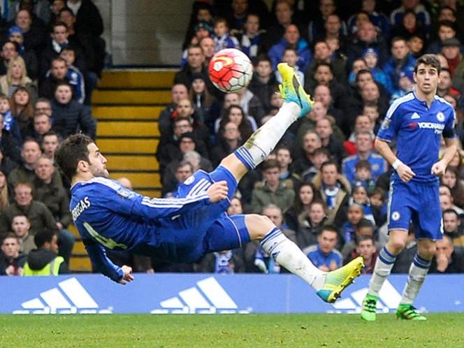 El exjugador del Barcelona celebró en dos ocasiones para darle el empate a un Chelsea que no se desquebraja en la Premier